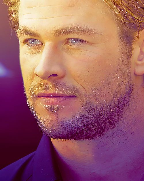 Chris Hemsworth with red hair would be a perfect Jamie Frazier!