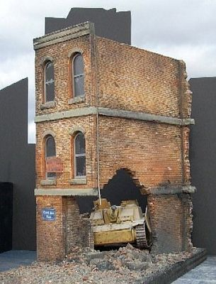 Dioramas Plus Ruined Small 3 Story Brick Apartment Building    Plaster  Model Building Kit Part 56