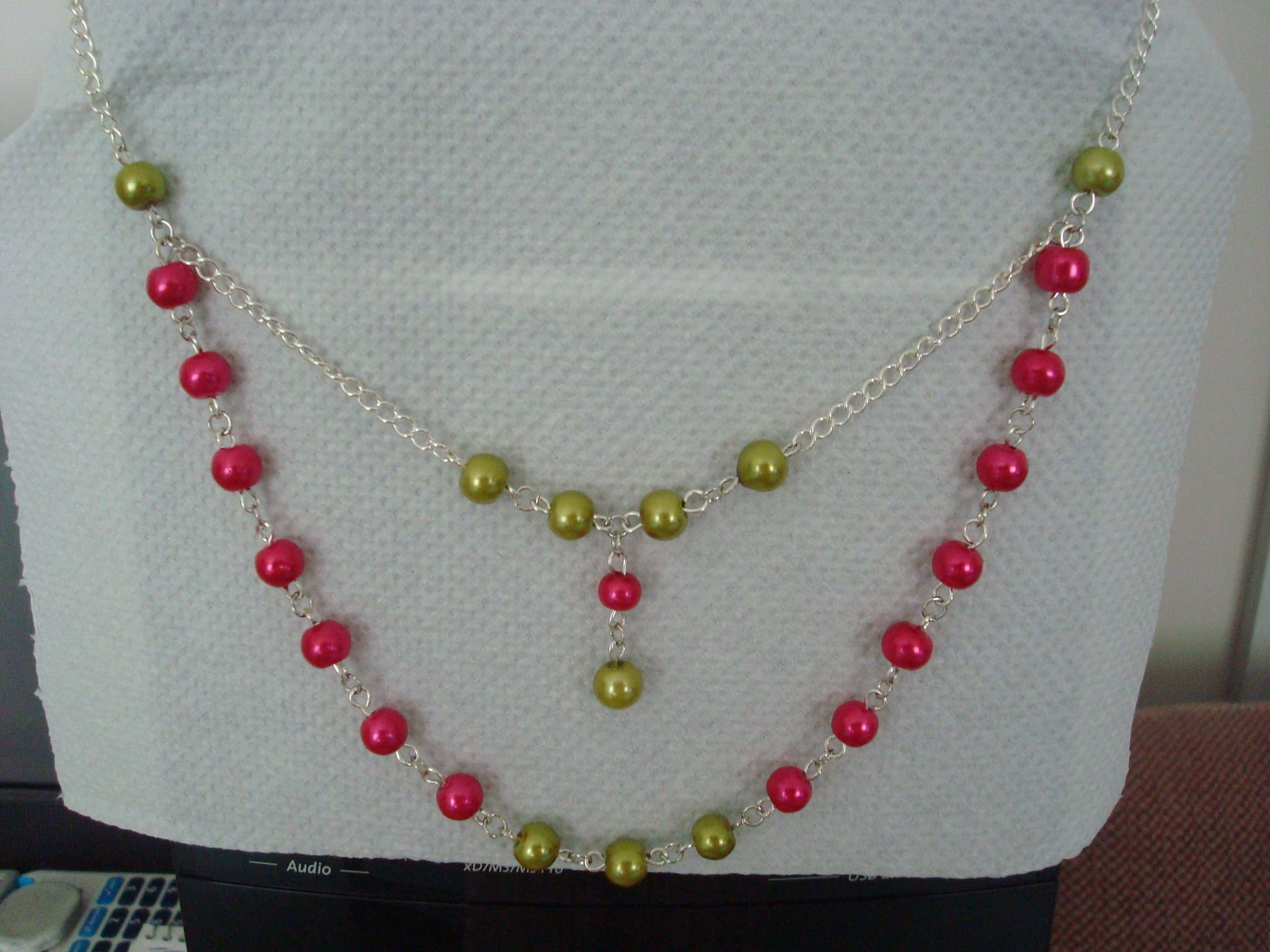 chain and glass pearl necklace