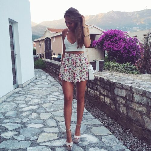 Fashion blogger Kenza Zouiten models new style from her wardrobe | via Tumblr
