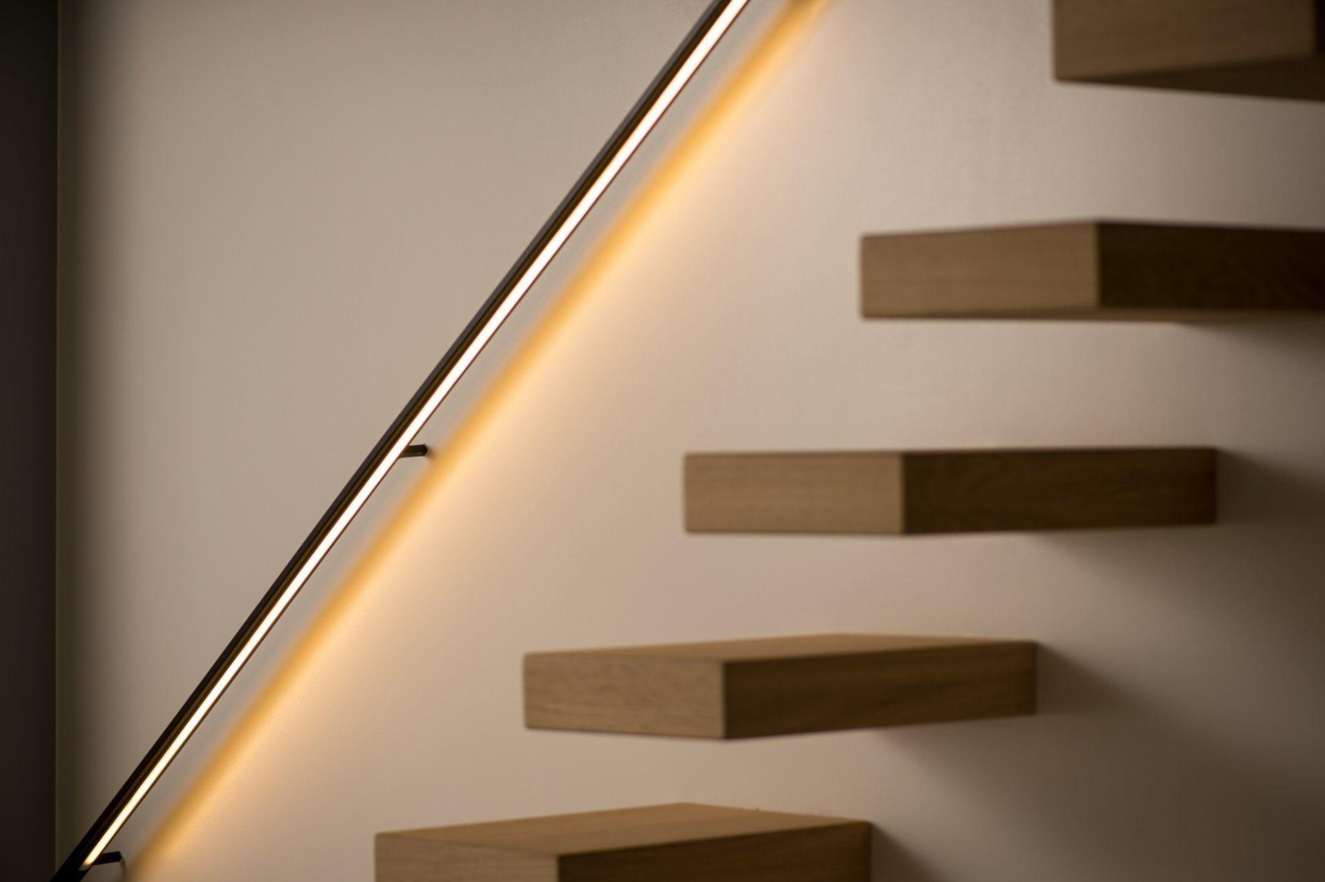Strakke Metalen Muurgreep Met Led Verlichting Staircase Handrailstaircase Ideasrailingsfloating
