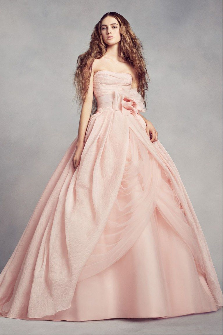 10 Blush Wedding Dresses You Can Buy Now | Pinterest | Traje y Rosas
