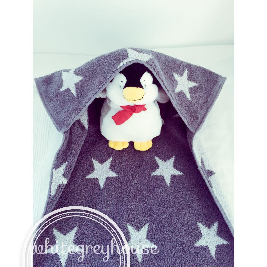 DIY-Babybadetuch oder Wickteltischunterlage – weißgraue Geschichten