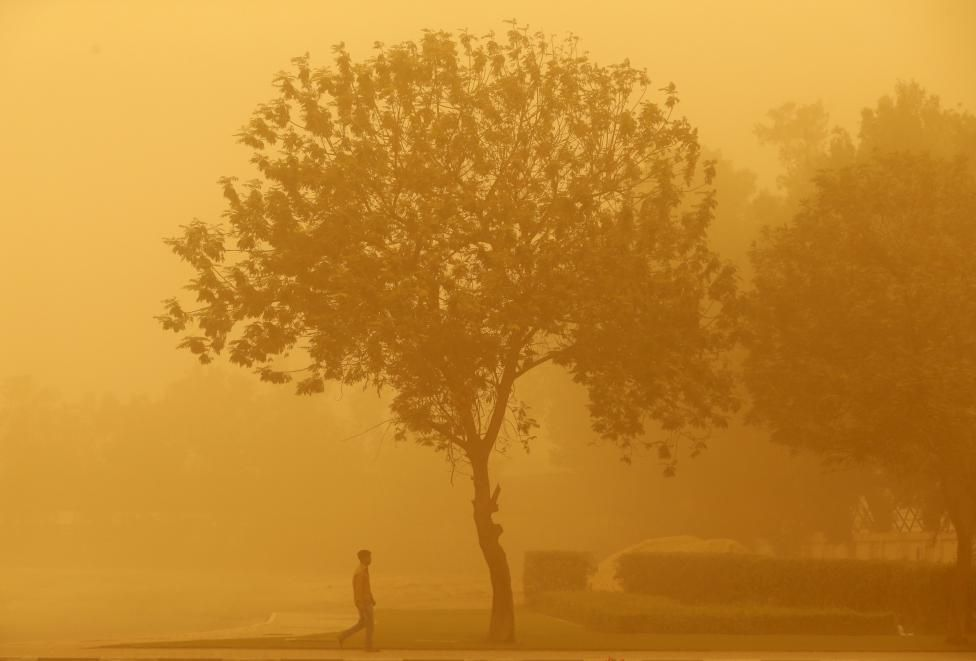 Storms of sand. A man walks during a sand storm in Dubai April 2, 2015. REUTERS/Ahmed Jadallah