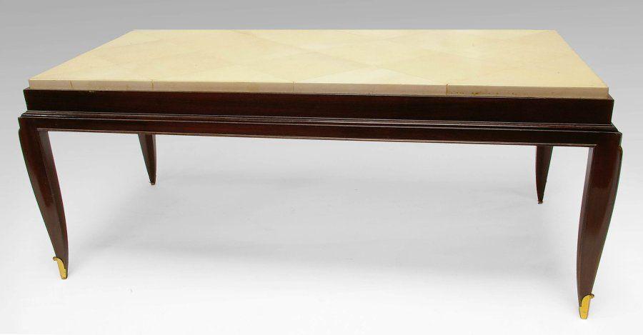 Table Basse En Placage D Acajou Le Plateau Gaine De Parchemin Reposant Sur Quatre Pieds Termines Par Des Sabots De Bronze Dore Table Basse Deco Art Deco