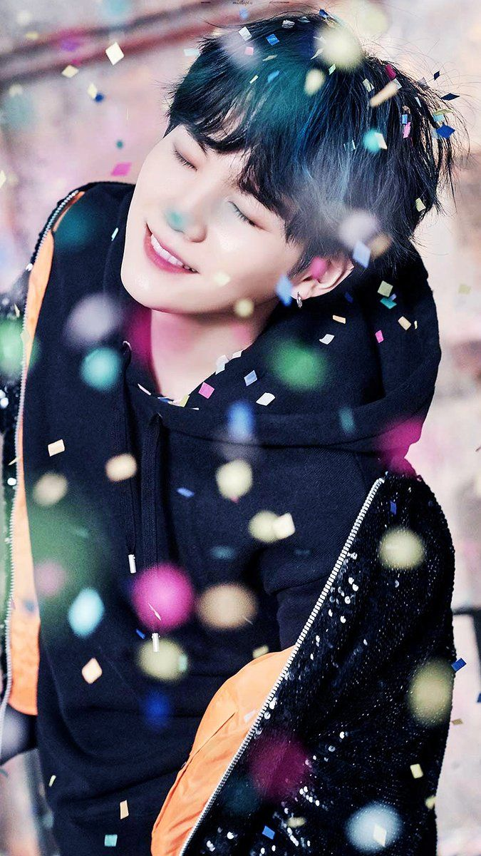 Suga is sugar  that it makes life the sweetest and his test is delicious like his voice    스가는 설탕 is로 인생을 가장 달콤하게 만들어 주며 그의 시험은 그의 목소리처럼 맛있습니다