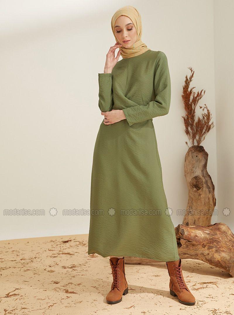 En Guzel Tesettur Elbise Modelleri Haki Yuvarlak Yakali Astarsiz Kumas N Tesettur Elbise Modelleri 2020 In 2020 Fashion Robe