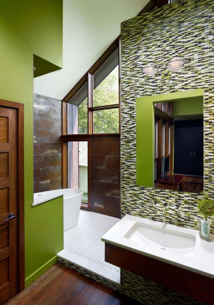Genial Salle De Bain En Vert Pistache Avec Mosaïque En Vert, Blanc Et Noir
