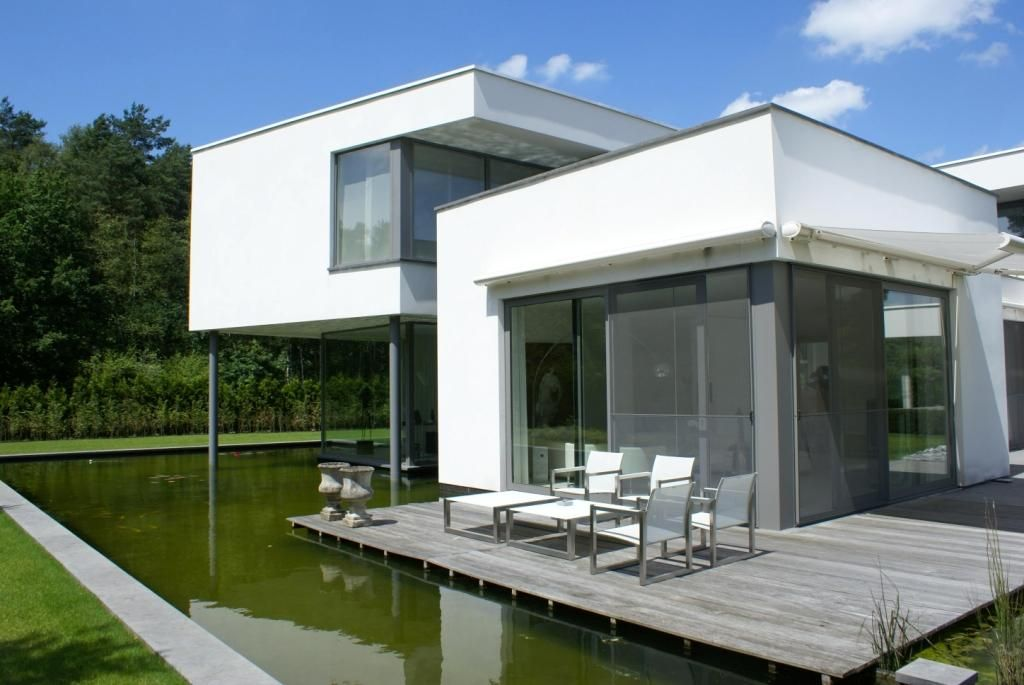 House aluminum frames, white stucco, wooden terrace, pond Woning - teppich f r k che