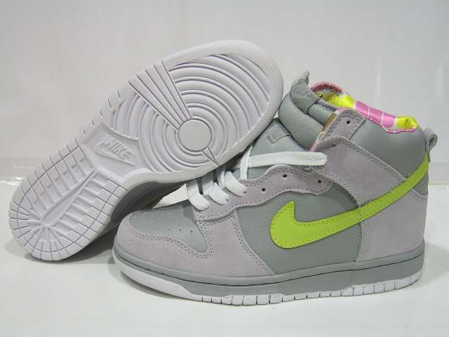 Nike Princess Peach SB Dunk Super Mario Sneakers SO COOL