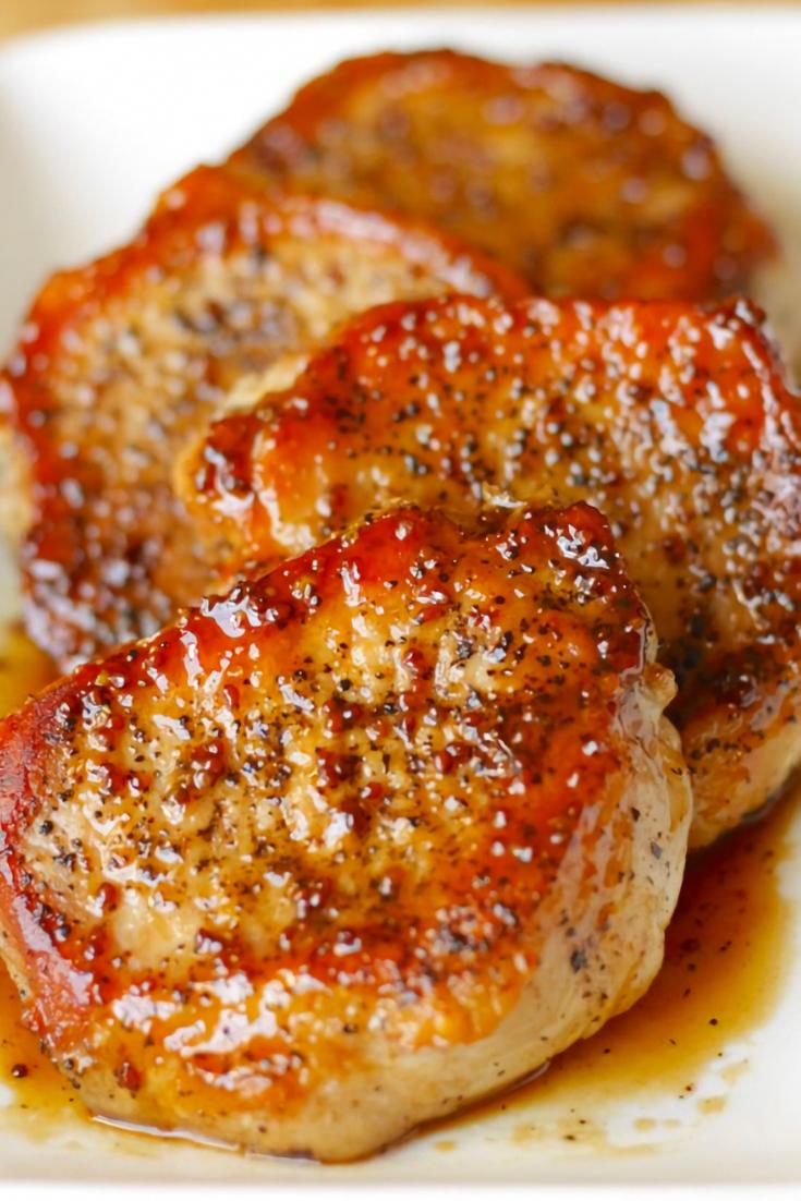 Applè Cidèr Pork Chops is simplè, quick and vèry tasty. Thè pork chops turnèd out vèry moist, tèndèr and thè glazè was pèrfèctly swèèt. Thèsè tasty applè cidèr pork chops arè a fivè-ingrèdiènt main coursè that'll bè on your tablè in just 30 minutès.