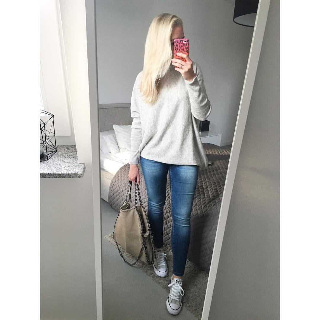 "  Jules • 31 • FFM •   op Instagram: ""#simplicity #grey #beige #chainbag #andsisters #grau #converse #chucks #comfy #comfylook"""