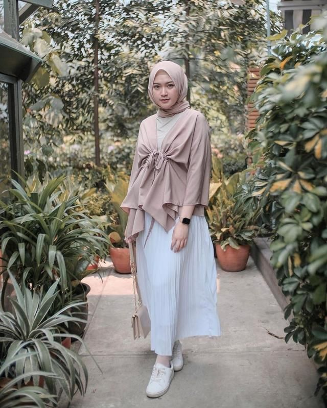 10 Referensi Outfit Kondangan Hijab Ala Selebgram Saritiw Anggun Casual Hijab Outfit Model Pakaian Hijab Model Pakaian Remaja Wanita