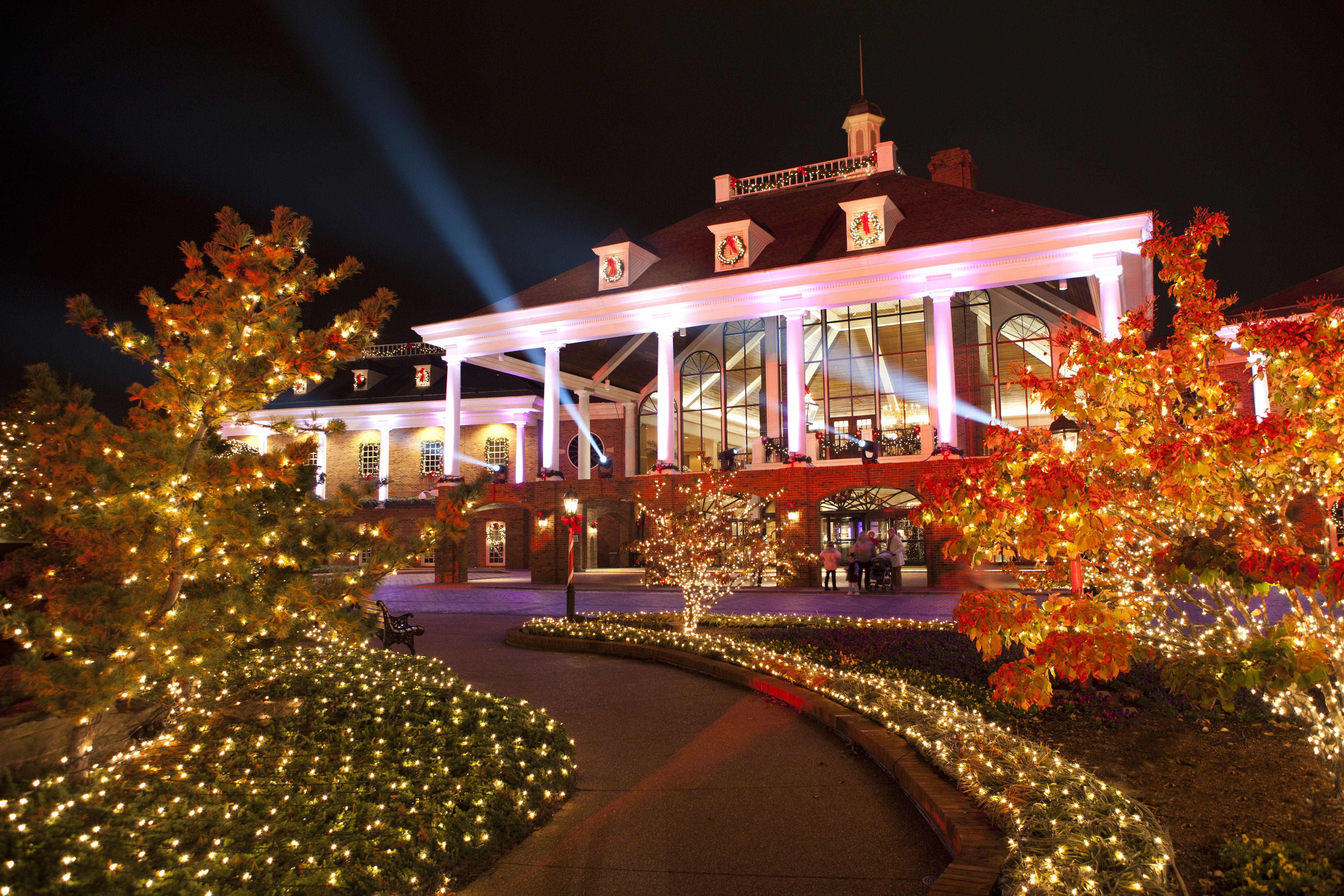 Christmas lights outside Magnolia entrance at Gaylord Opryland ...