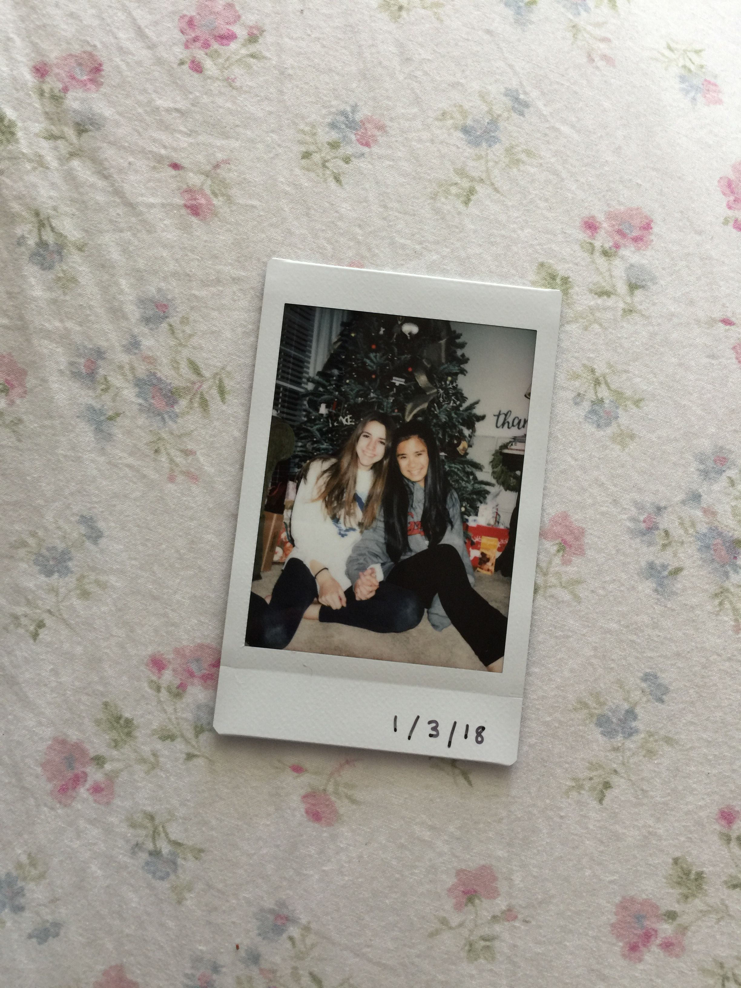 Polaroid Christmas Best Friends Christmas Pictures Friends Christmas Instagram Pictures Polaroid Pictures