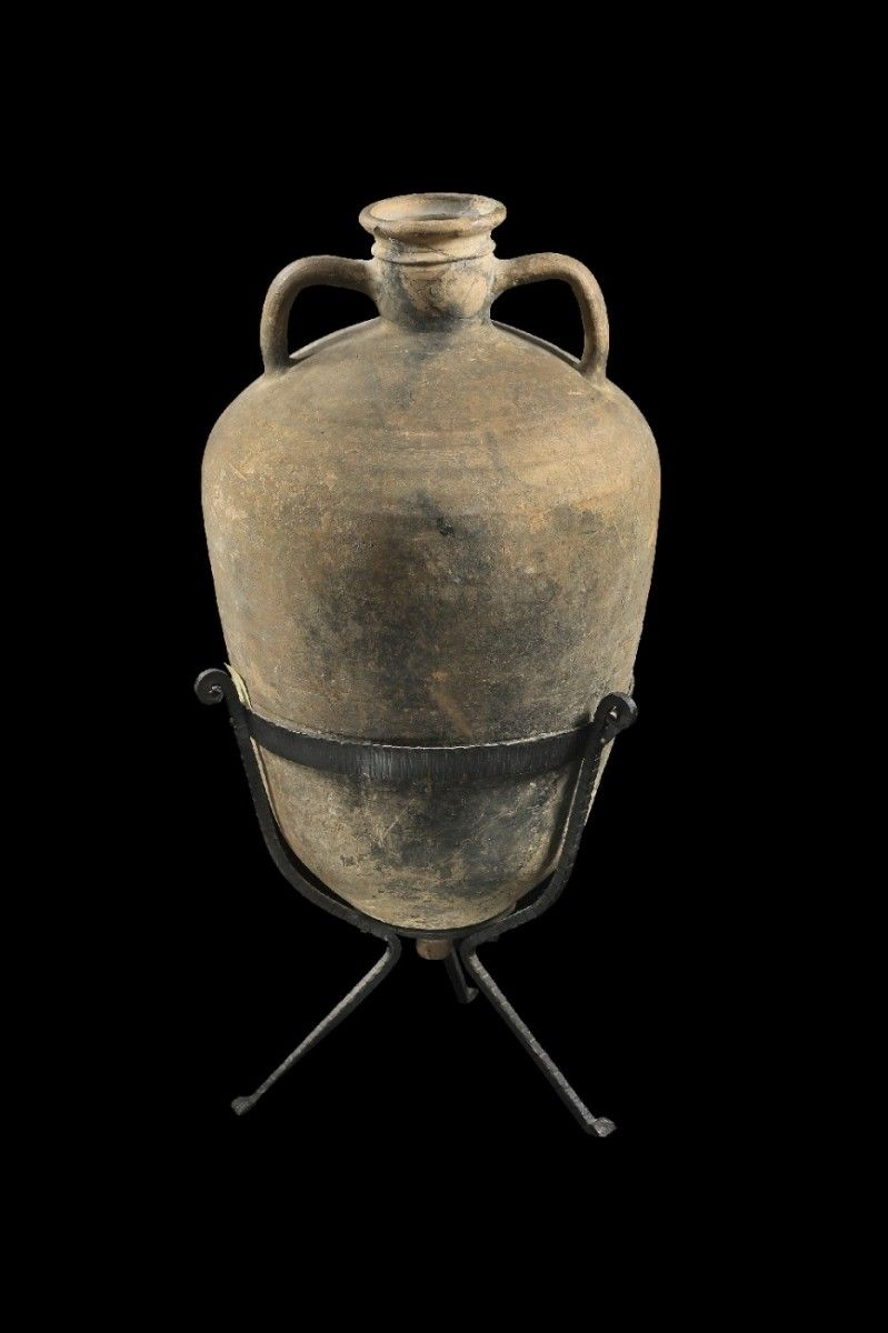 Byzantine amphora, Early Byzantine, east-mediterranean, 5th - 7th century A.D. Transportamphora for olive-oil or wine, 67.5 cm high. Private collection