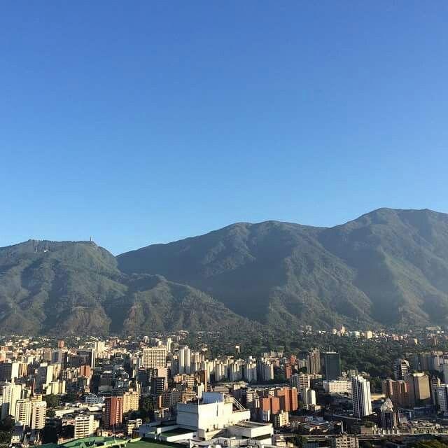 Los cielos Azules de enero en Caracas. Leonardo Padron