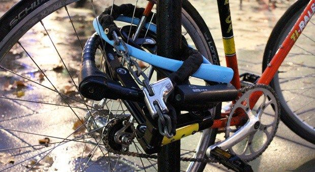 What A Bike Thief Can Teach You About Locking Your Bike With Images Bike Lock Cool Bikes Bike