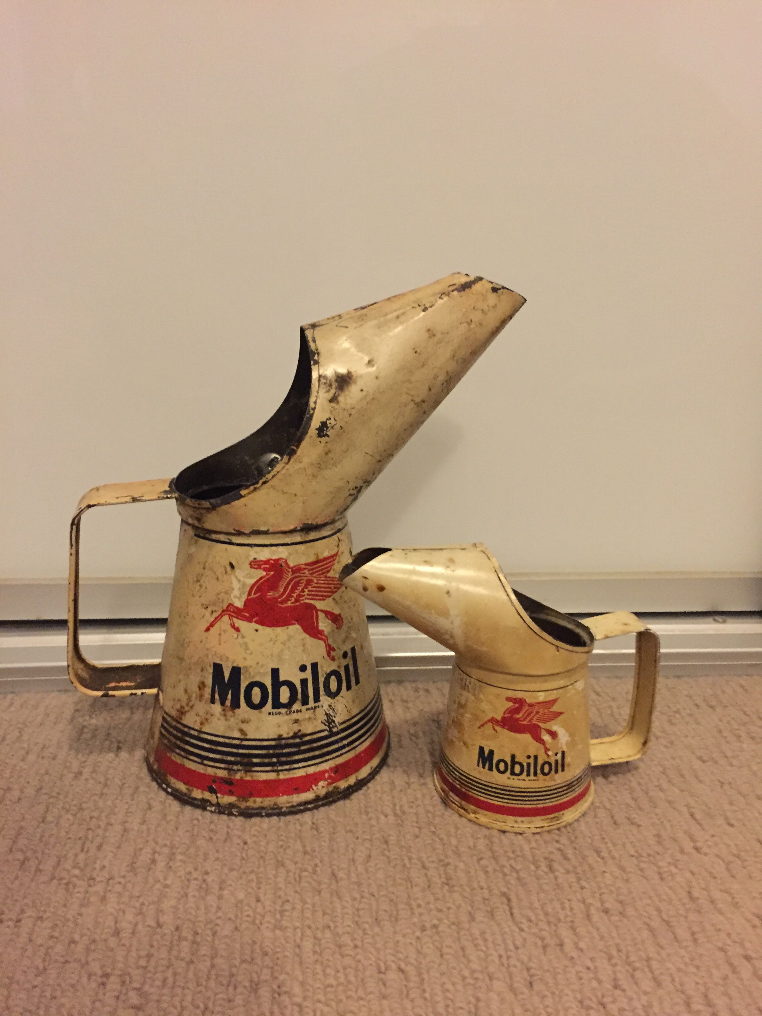 Mobil Quart 1960 And 1 2pint 1954 Oil Pourer Vintage Gas Pumps Vintage Oil Cans Old Gas Pumps