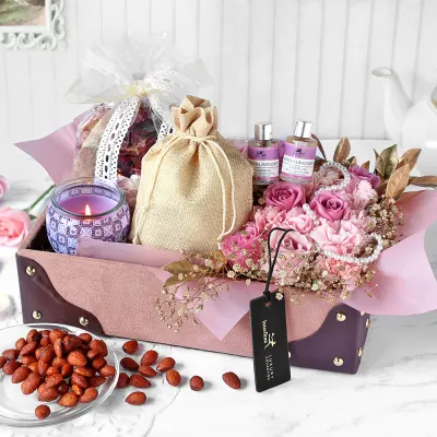 Aromatic Lavender Hamper In 2020 Flower Delivery Lavender Fragrance Birthday Flowers