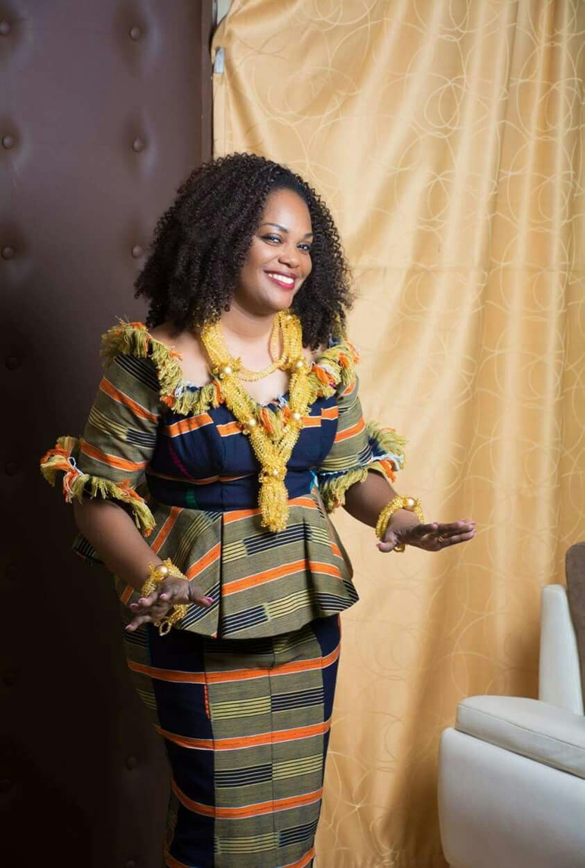 Épinglé par Francine Yabro sur tenue traditionnelle | Tenue traditionnelle ivoirienne, Model ...