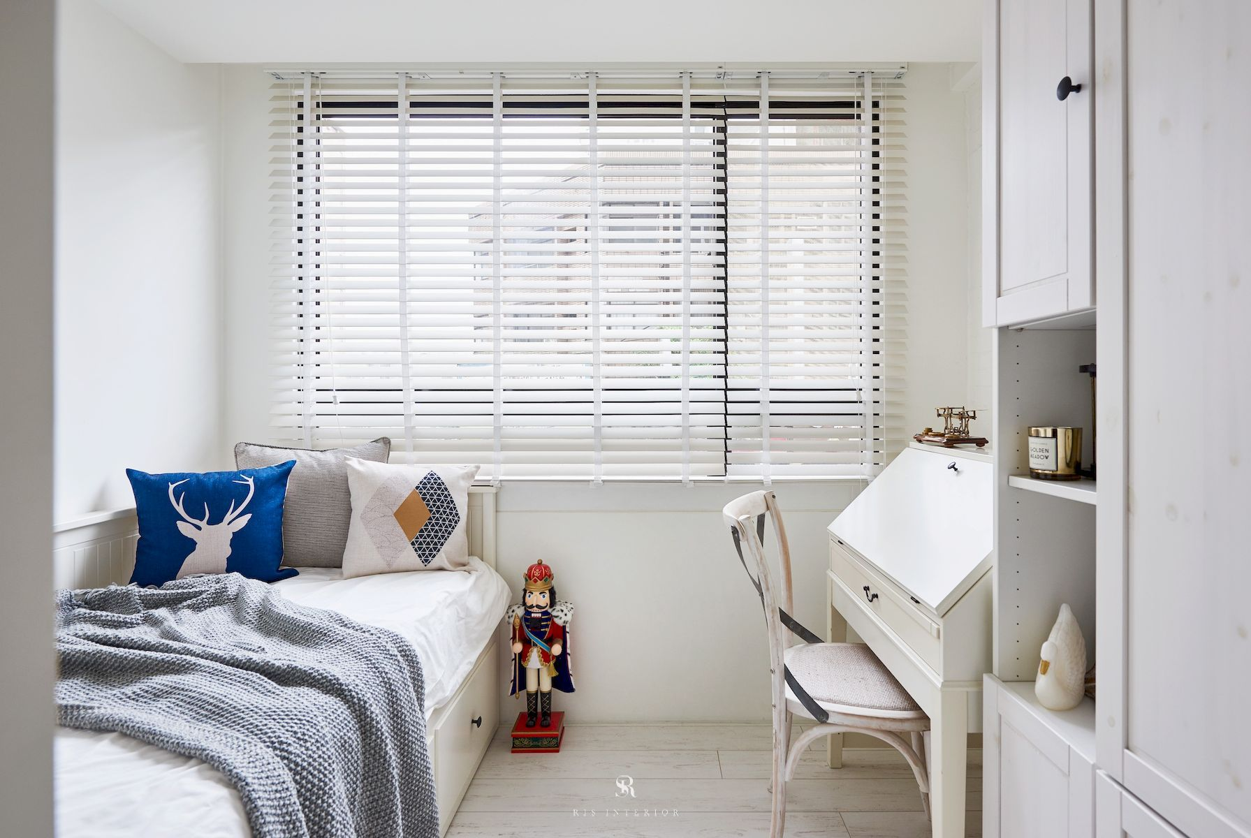 Shabby Chic Colors For Walls : Styles shabby chic colors white shutters features bedroom and
