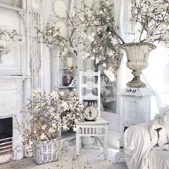 Sweet vintage antic and shabby chic decor