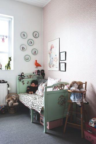 Blæs på reglerne og indret med hjertet - Bolig Magasinet >  check out the oldskool monchichi monkey!
