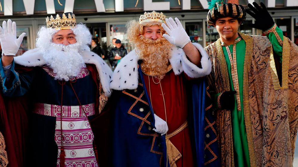Los Reyes Magos Llegan Por Tierra Mar Y Aire Telediario Online Completo Y Gratis En A La Carta Todos Los Informativos Online De Rey Mago Magos Reyes Magos