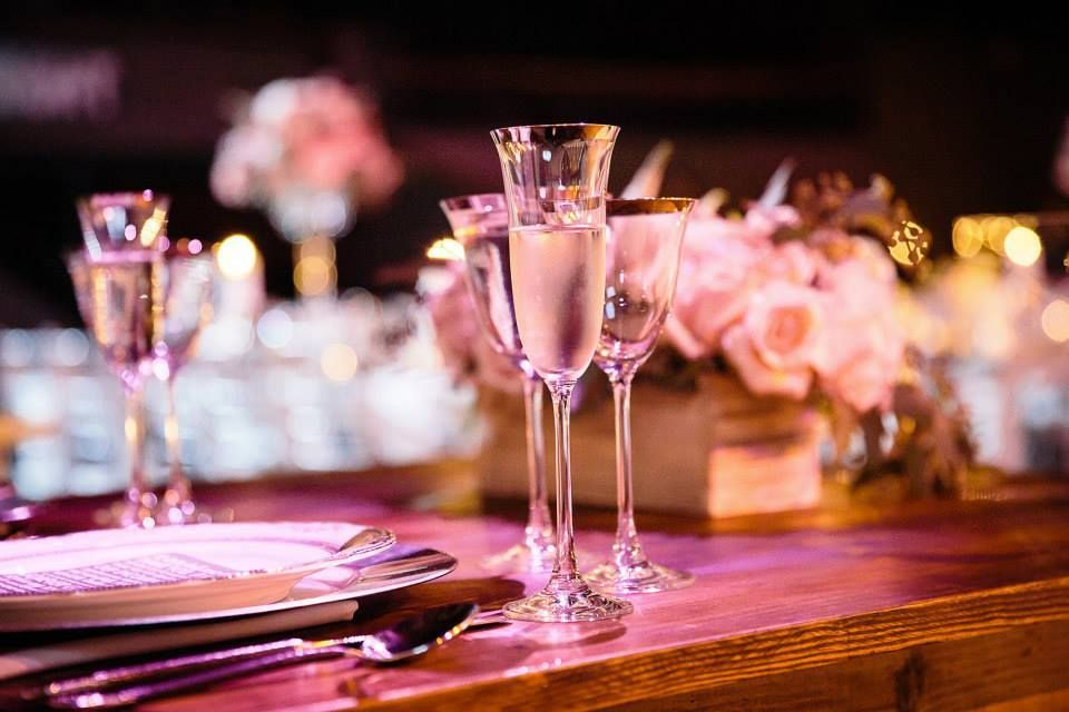 We are in love with these rental glasses! Sometimes the typical glassware just isn't enough. #glassware #wedding #rentals #tabledesign