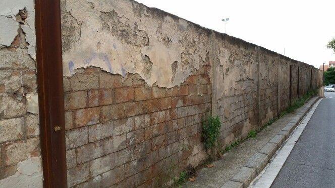 Muro con tocho a la vista