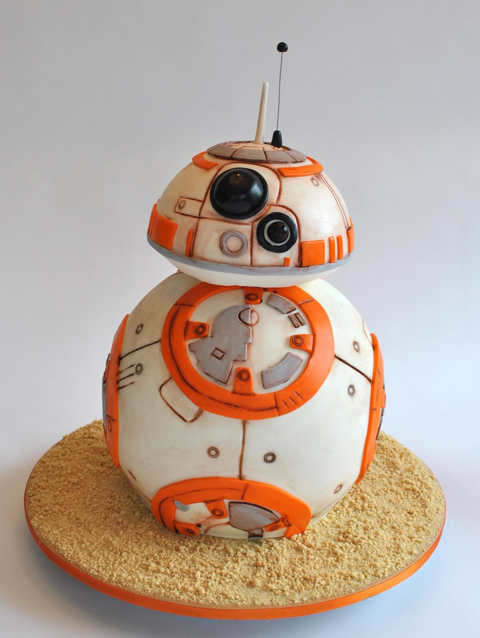 Bb 8 Star Wars Cake So Happy The Birthday Party Hope S Sweet