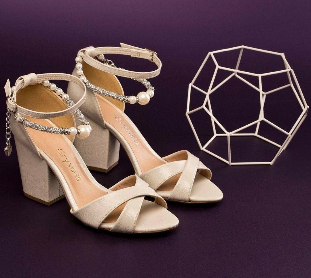 6e43f9026e Pin de Tatiani canteli em - Sapatos sandálias tênis sapatilhas e ...