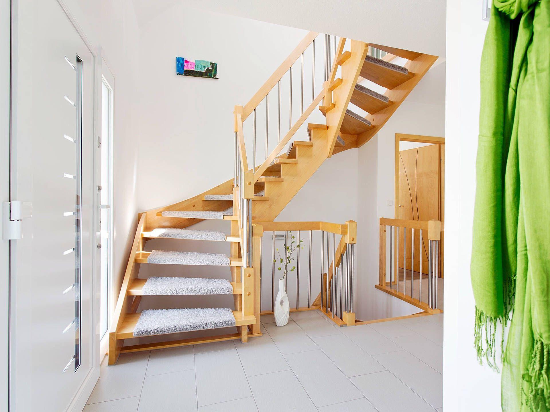 treppe im einfamilienhaus r von fingerhut haus mit inspirationen f r. Black Bedroom Furniture Sets. Home Design Ideas