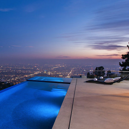 Infinity Pool And Spa At This Spectacular Mansion In The Exclusive