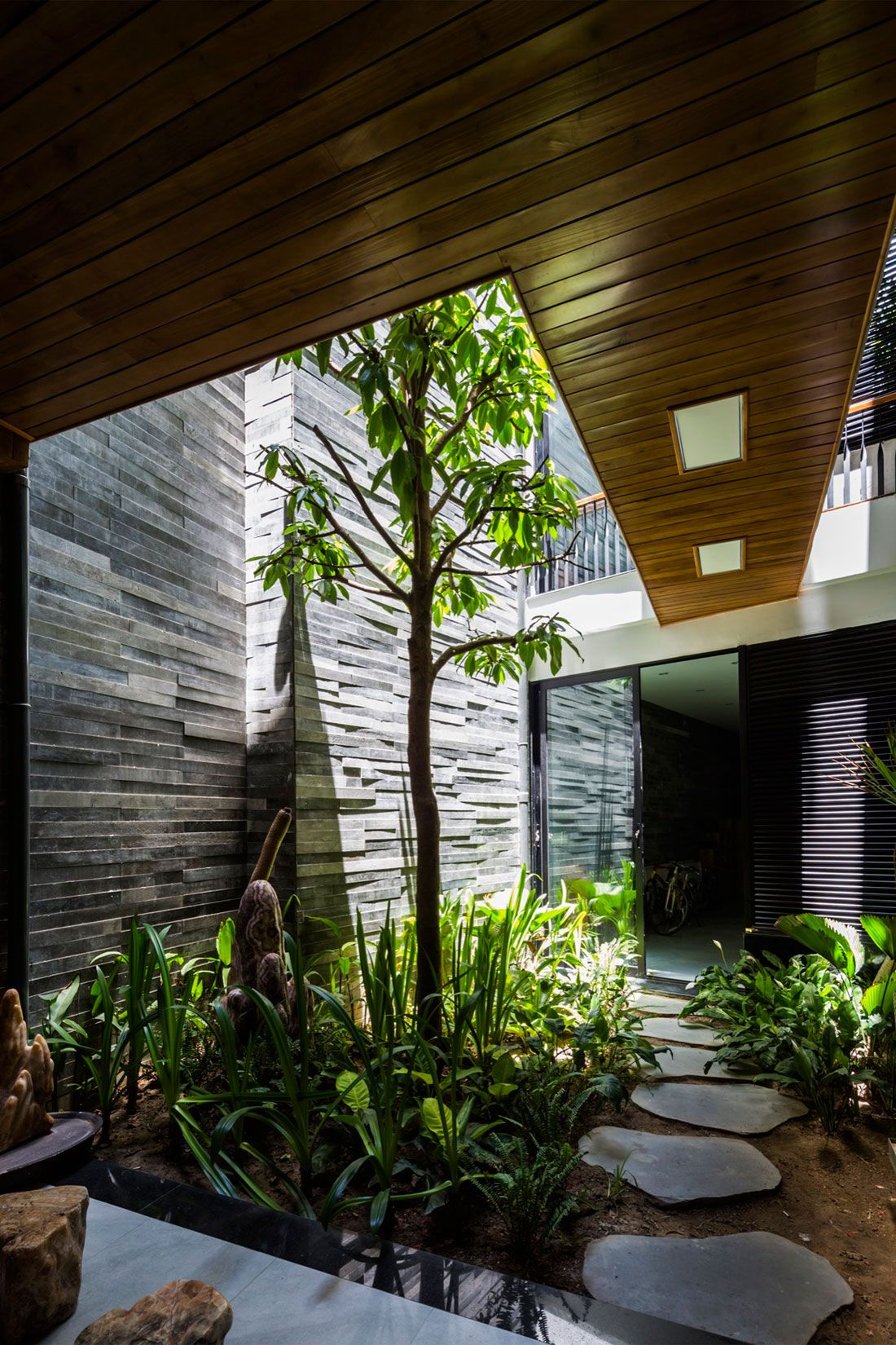 Ho Khue Architects Design a Garden House in Đà Nẵng ...
