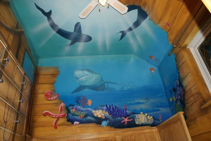 Main wall in underwater shipwreck bedroom mural design for Underwater mural ideas
