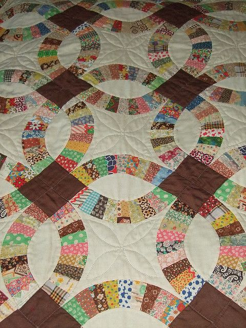 love this vintage quilt a double wedding ring quilt Vintage