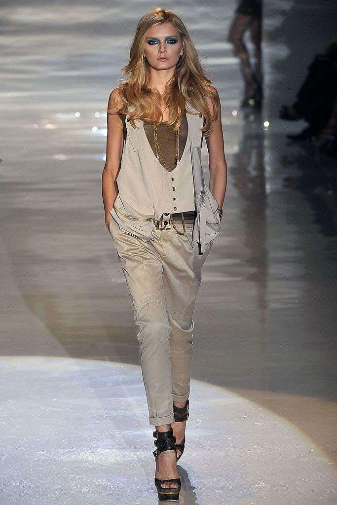 a036a091f4804 Gucci Spring 2009 Ready-to-Wear Fashion Show - Lily Donaldson