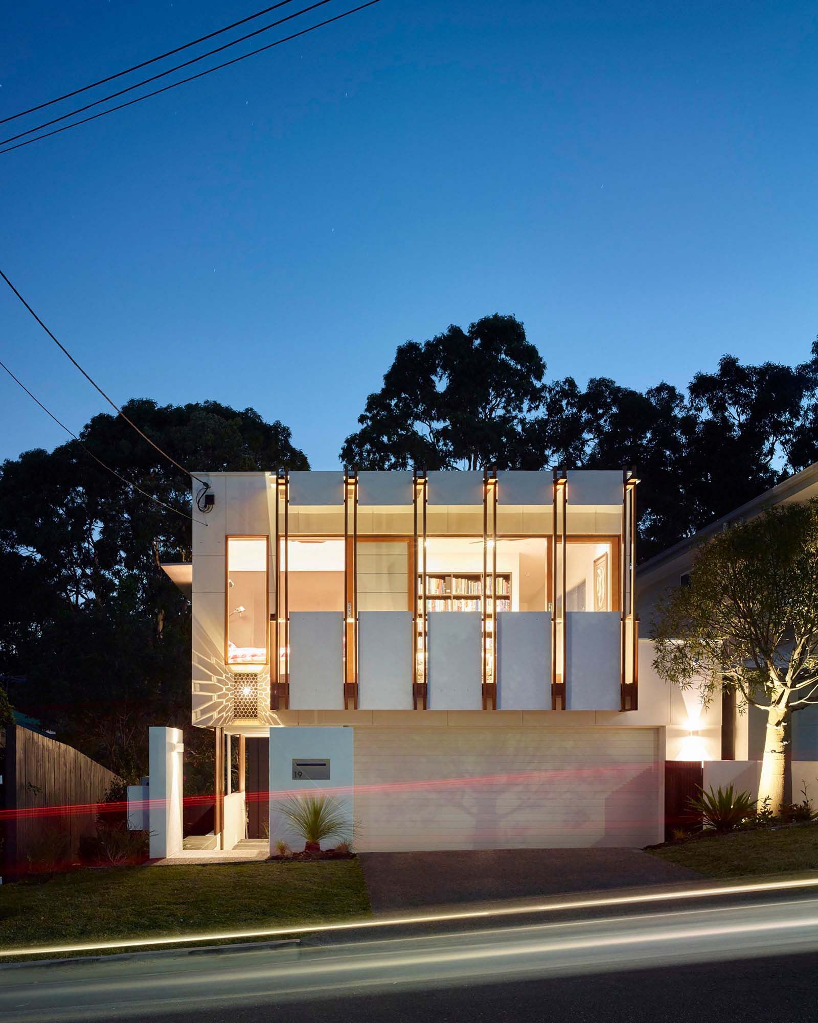 Contemporary home in brisbane beautifully maximizes its site also rh pinterest