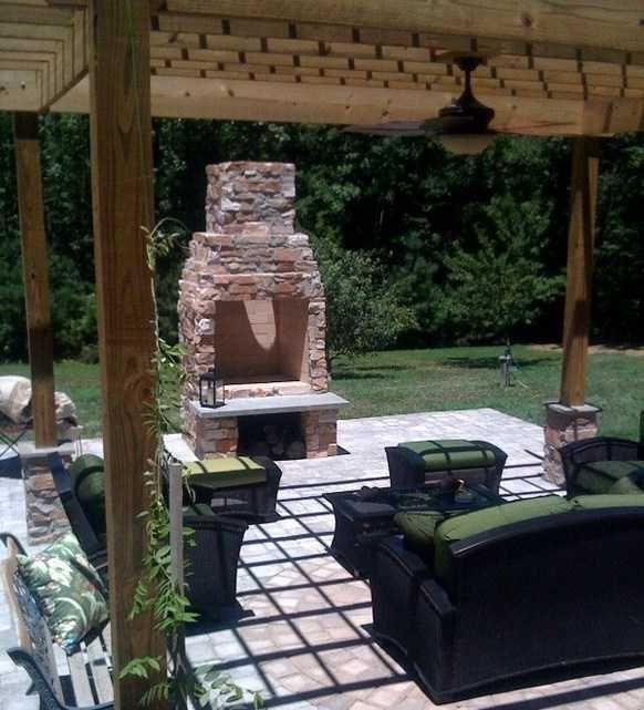 outdoor-living-room-with-pergola-and-small-wild-stone-outdoor-fireplace.jpg (582×641)