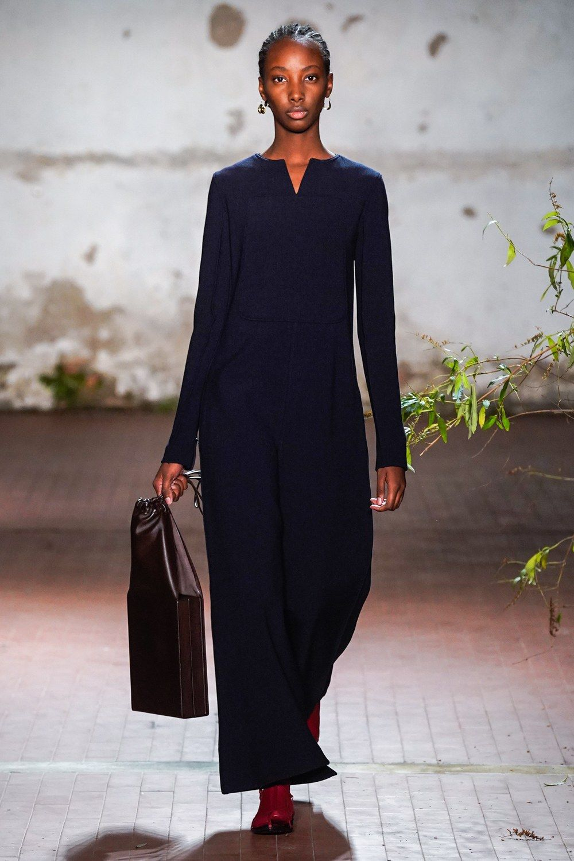 Jil Sander Fall 2019 Ready To Wear Collection Vogue Fashion Minimalist Fashion Women Older Women Fashion