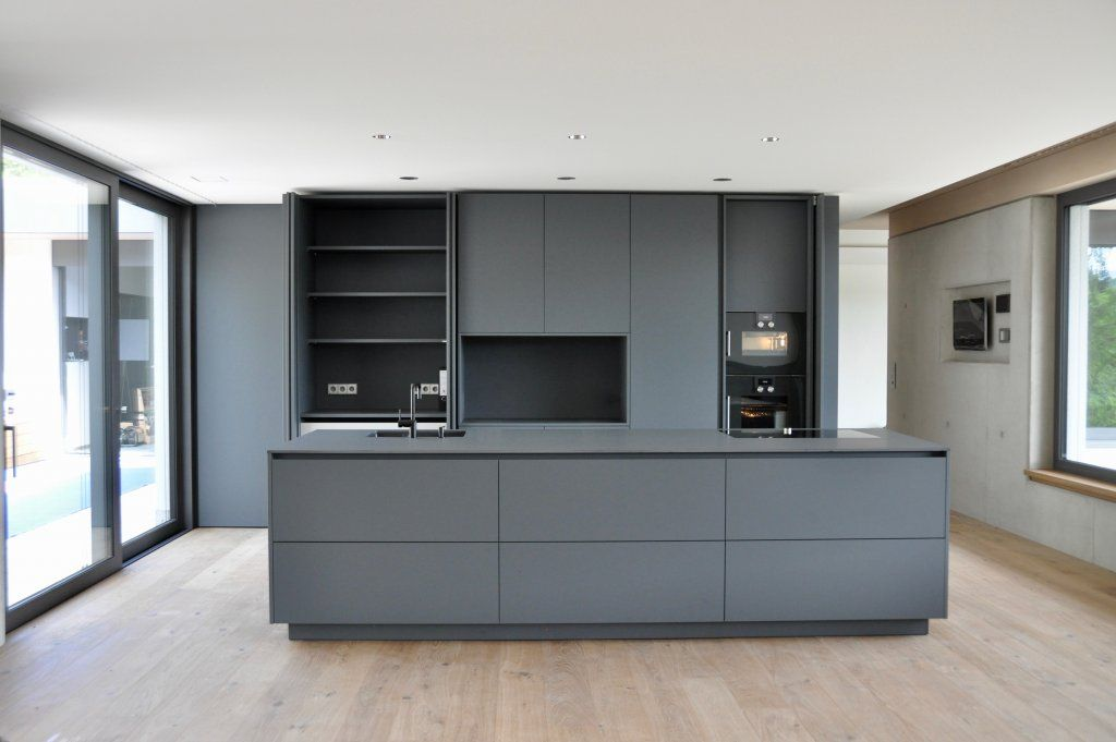 puristische k che in grau k chen referenzen la cucina casa k che wohnen. Black Bedroom Furniture Sets. Home Design Ideas