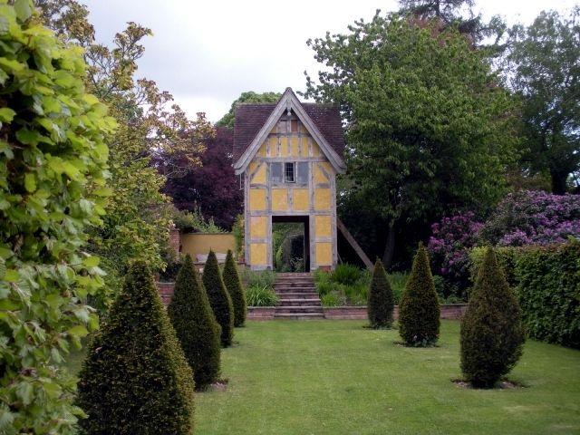 Garden design and maintenance #immergrünesträucher