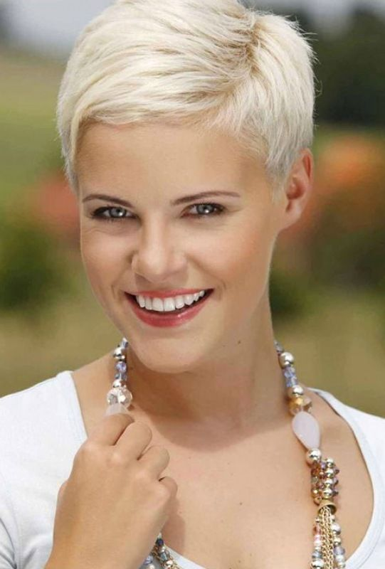 16 Gray Short Hairstyles And Haircuts For Women 20