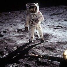 El hombre logró pisar la luna?