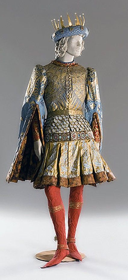 Paper sculpture of Lorenzo de Medici, the Magnificent, (1449-1492). Isabelle de Borchgrave, work for I Medici. Exhibition in Bruxelles.  2006