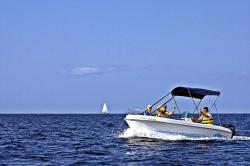 Alquiler Barcos Sin Titulación 2 Personas 8 Horas Menorca Alquiler De Barcos Barcos Barcos De Motor
