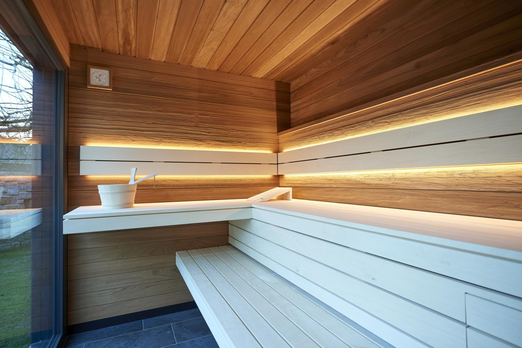 Entspannung Pur In Der Designsauna Blick In Die Aussensauna Des Saunahaus Spacube Die Sauna Wird Im Wunsch Holz Gebaut Wahlweise Saunahaus Sauna Aussen Sauna