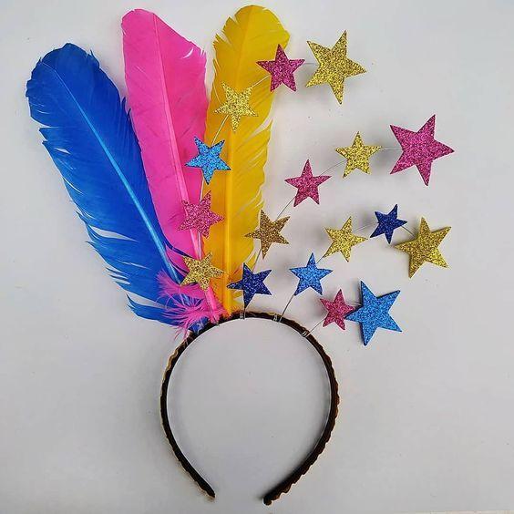 Artisanat Recycle Pour Le Carnaval En 2020 Carnaval Artisanat Arc En Ciel Deguisement Fait Maison